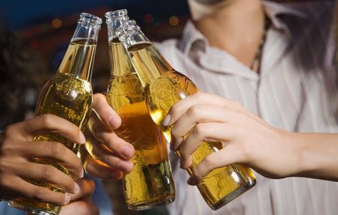 776568834-berr-German-beer-drinking-hits-post-reunification-low-Cjb